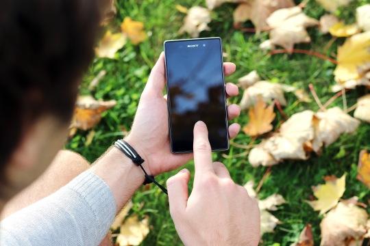 app-hand-person-3720